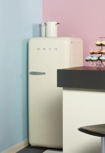 zabavan način da kreirate retro stil 50-ih sa rozom i plavom bojom za zid