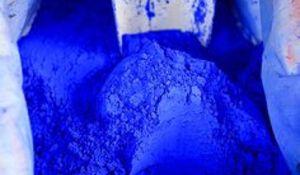 Plava boja na zidu