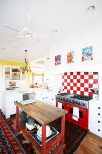 Crvena boja za zidove u kuhinji