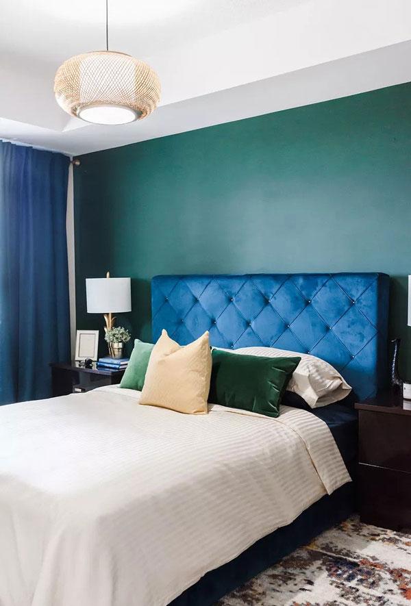 Soba u tamno zelenoj boji koja predstavlja jednu od najpopularnijih boja za zidove